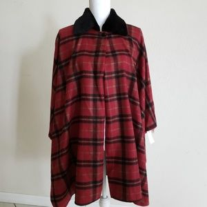 Sweaters - Plaid stylish poncho